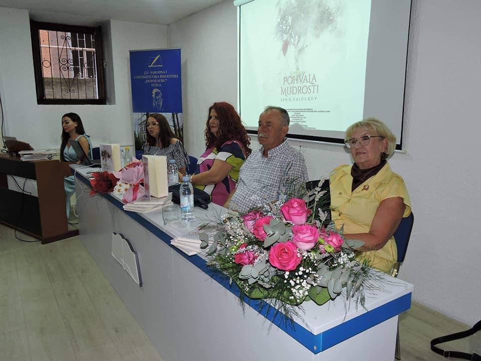 "Predstavljena prva knjiga autorice Sanje Hajdukov ""Pohvala mudrosti"""